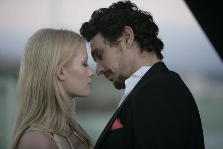 Ashley Hinshaw y James Franco en