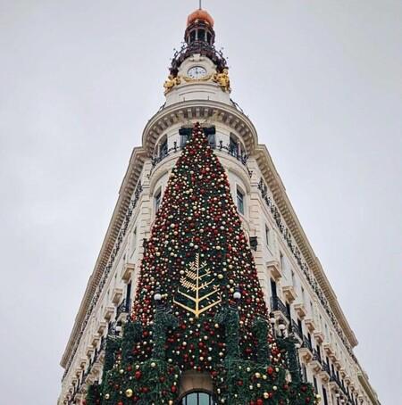 Las meriendas del Four Seasons de Madrid, el planazo navideño del hotel más allá de las fotos en el árbol de Navidad de su fachada