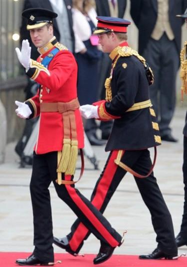 Boda Real Inglesa: El príncipe Guillermo luce el uniforme de Coronel de la Guardia Irlandesa