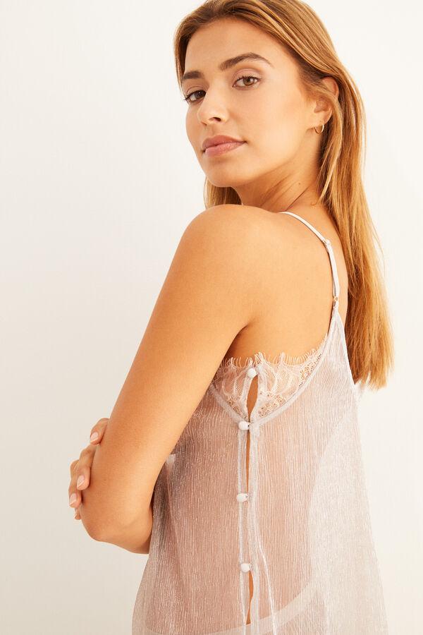 Pijama con transparencias