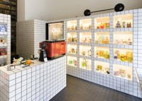 Un local 'flexible' en Viena que cambia de café a tienda dependiendo de la hora del día