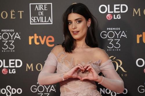Premios Goya 2019: Dulceida intenta brillar con tonos nude y pasa totalmente desapercibida