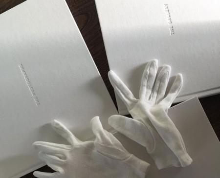 """Apple sorprende a los fotógrafos de la campaña """"Shot on iPhone 6"""" con un increíble libro"""