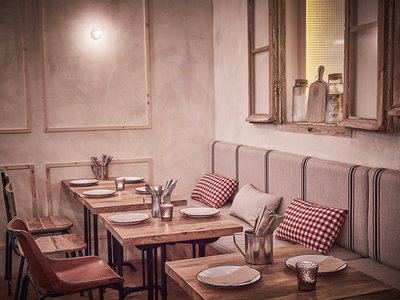 Cálida y cosmopolita, así es Massa la nueva pizzería en el barrio de Chueca