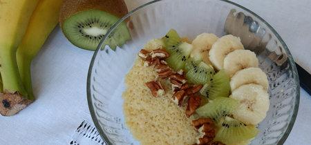 Cuscús con leche y frutas. Receta saludable para el desayuno