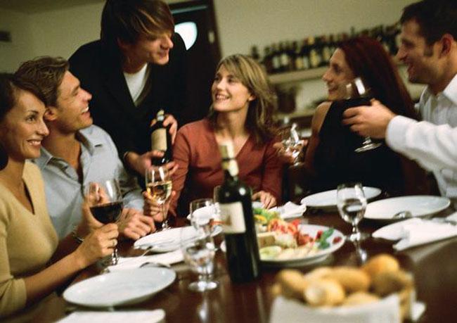 Ser un buen anfitri n con invitados en casa a qui n - Cena para invitados facil ...