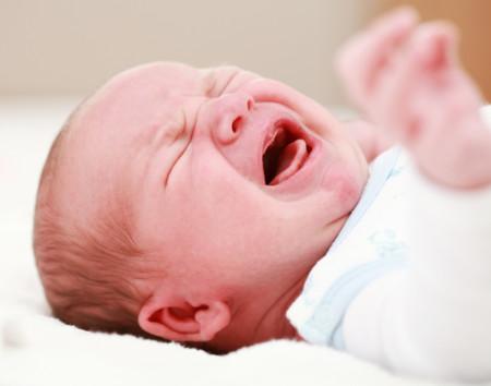 ¿Dejaste llorar a tu bebé por la noche siguiendo el método Estivill? ¡Pues según él lo hiciste mal!