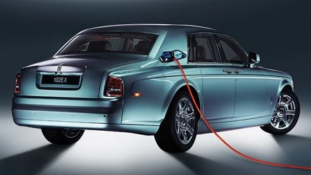 Rolls Royce se plantea lanzar un modelo híbrido o eléctrico incluso sin demanda