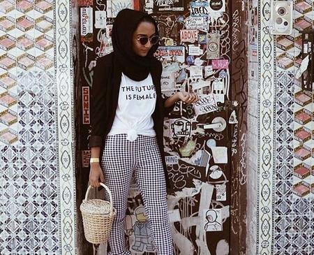 El diseño con mensaje feminista triunfa gracias a estas marcas (que llegaron antes que la mítica camiseta de Dior)