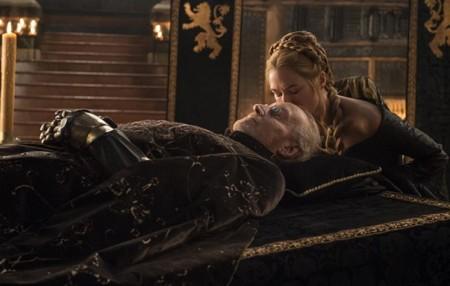 Cersei con el cuerpo de Tywin