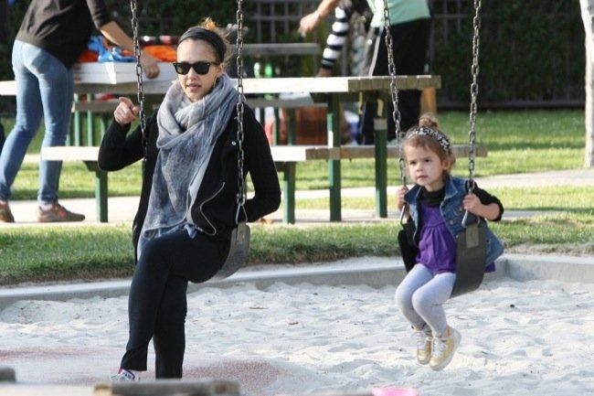 Jessica Alba madre con estilo