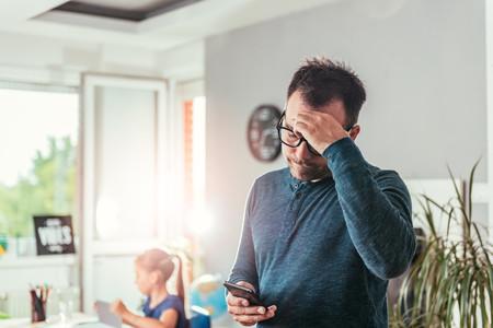 """""""Estaba siendo el papá que nunca quise ser"""", el mensaje de un padre acerca del uso del móvil frente a nuestros hijos"""