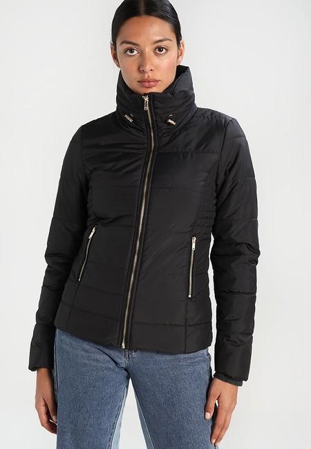 Menos de 20 euros por un abrigo es posible: la chaqueta Onlbrooke de la marca Only cuesta sólo 19,95 euros en Zalando