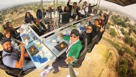 Ahora puedes comer suspendido en las alturas en CDMX con Dinner in The Sky