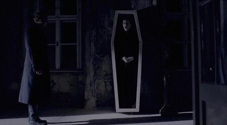 Sitges 2020: 'Post Mortem'. La gran sorpresa del festival es una macabra fantasía de época con ecos de Sam Raimi