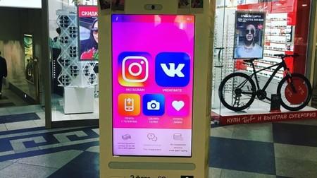 Esta máquina expendedora de likes para Instagram es real y está ubicada en un centro comercial de Rusia