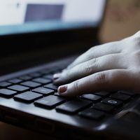 Cómo evitar que tu operadora sepa a donde navegas: VPN, DNS y páginas con HTTPS