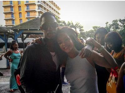 La familia de Rihanna no se libra de la violencia por armas: la cantante llora la pérdida de su primo