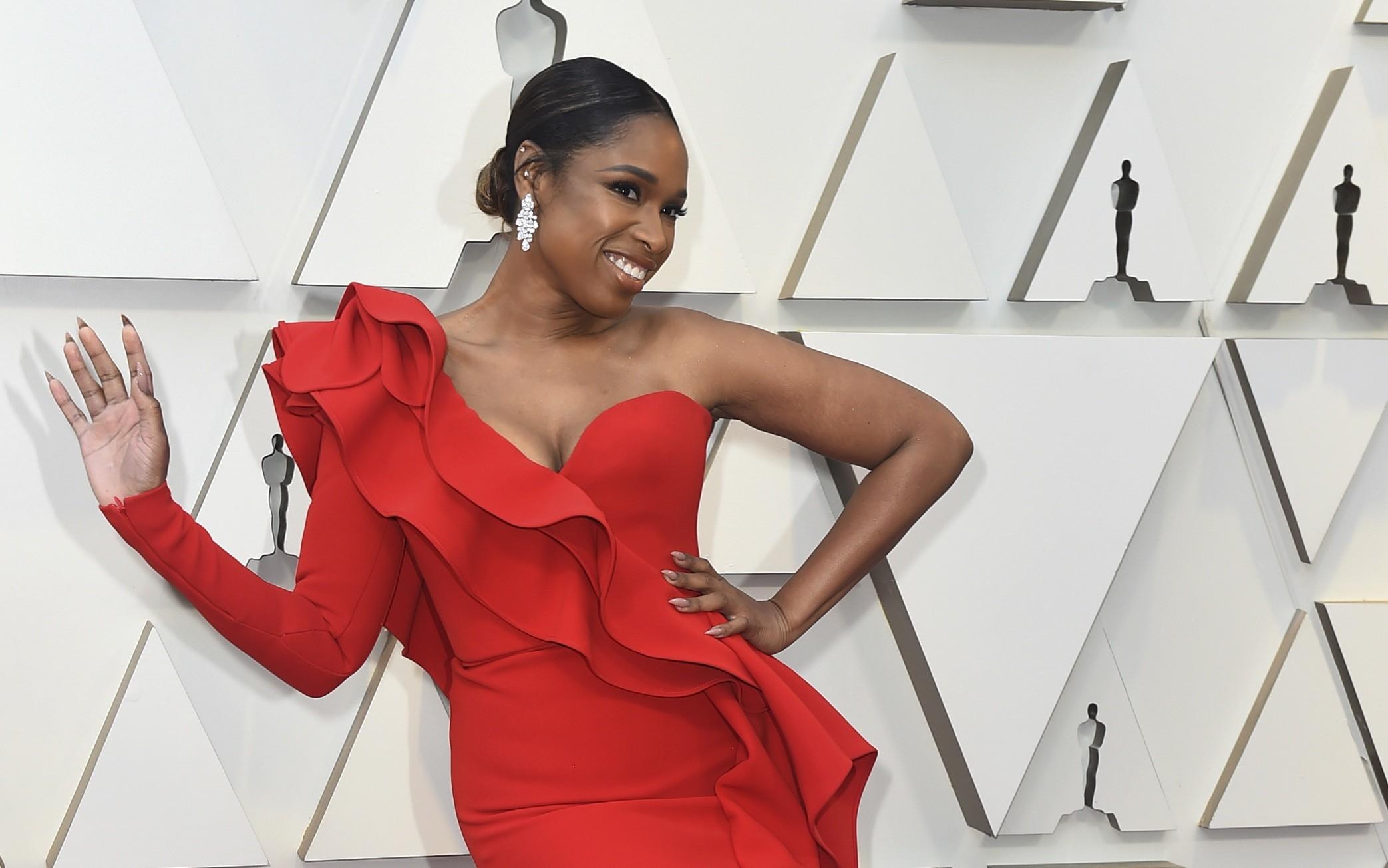 Premios Oscar 2019  Jennifer Hudson una sexy mujer de rojo 88a57753e82