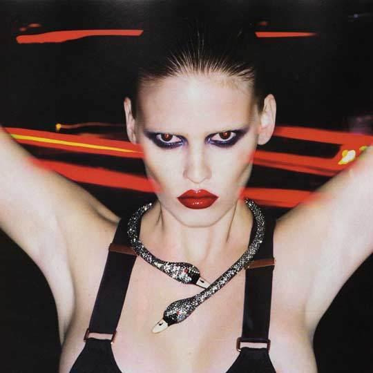 Foto de Lara Stone, femme fatale (10/13)