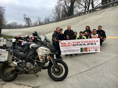 Willy Fog estaría orgulloso de estos ducatistas que han terminado la Globetrotter 90th