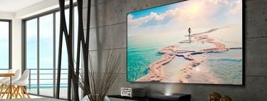 Los proyectores de tiro corto prometen acercar el cine a cualquier sala de casa: estas son sus ventajas e inconvenientes