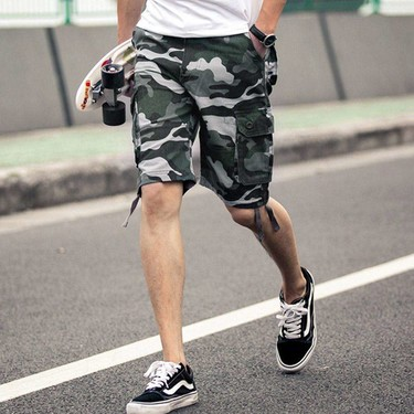 Blanco y camuflaje: la combinación para obtener el mejor street style de la semana