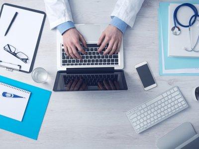 ¿Los médicos lo hacen peor cuando se pasan al registro electrónico?