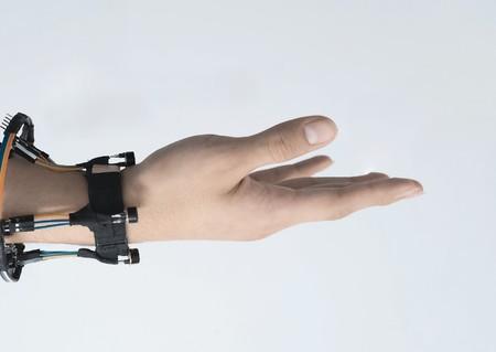 Este wearable usa cámaras térmicas para detectar el movimiento de los dedos y los gestos realizados