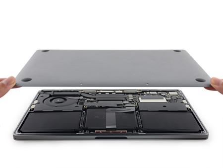 iFixit desmonta el MacBook Pro sin Touch Bar y encuentra una batería más pequeña