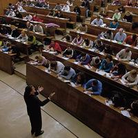 El problema de los profesores precarios en la Universidad: al regularizarlos te cargas la meritocracia