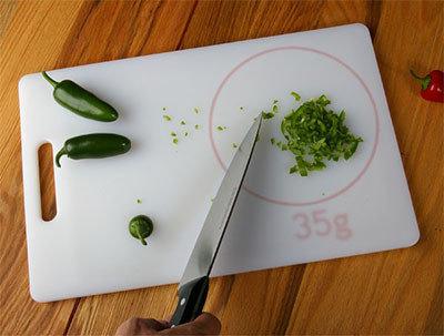 Tabla de cocina con báscula