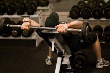 Para levantar pesas también debes prestar atención al calzado