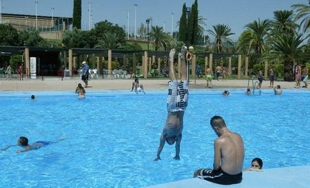 Los niños de familias con pocos recursos van gratis a la piscina en Jaén