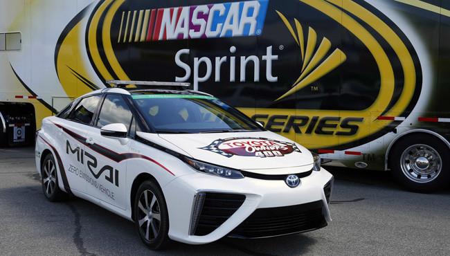 Toyota Mirai, el primer pace car NASCAR de hidrógeno
