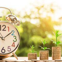 Cuánto es recomendable ahorrar antes de empezar a invertir con riesgo: una aproximación si tienes 20, 40 o 60 años