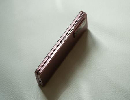 Samsung Galaxy Z Fold 2 Muesca
