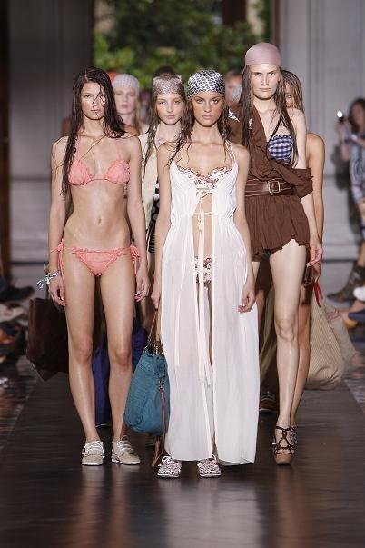 TCN Primavera-Verano 2012: ¡que alguien les dé un bocadillo a esas chicas!