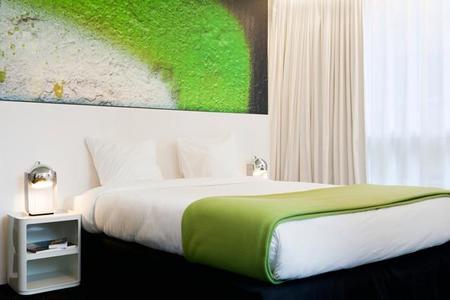 Pantone Hotel 02