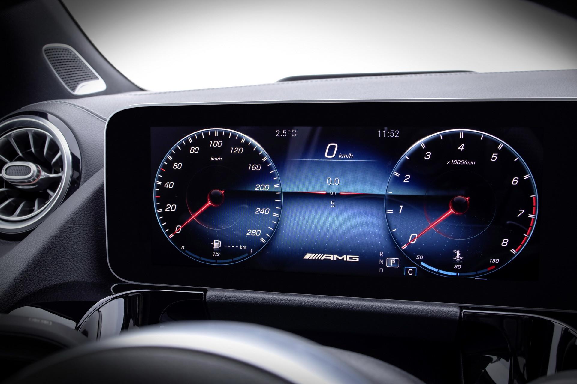 Foto de Mercedes-Benz GLA 2021 (98/103)