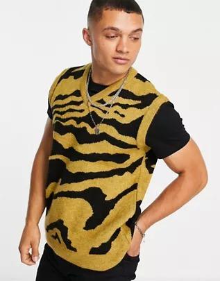 Chaleco color mostaza con estampado animal de punto de New Look