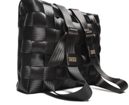 Bolsos fabricados con cinturones de seguridad
