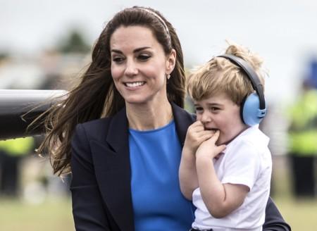 El príncipe George cumple 3 años... con ropa 'low cost' española y las fotos más monas que le hemos visto