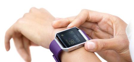 Los avisos y notificaciones salen por fin del móvil y llegan a tu Fitbit gracias al Programa Insider y el soporte para GATT