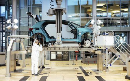 La producción de coches en España sigue cuesta abajo y sin frenos, y el año que viene no pinta mejor
