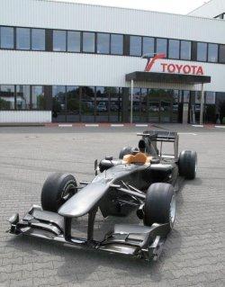 Exploración en detalle al Toyota TF110 en Colonia con Kazuki Nakajima