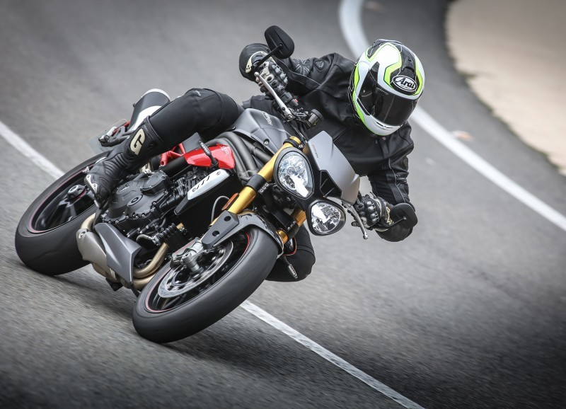 Foto de Triumph Speed Triple 2016 (31/33)
