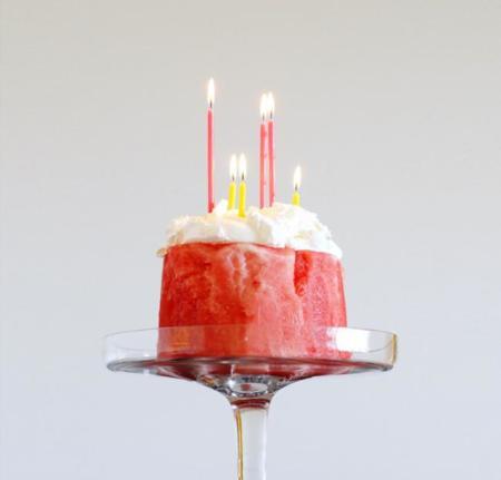 Cuatro ideas frescas y hermosas para decorar un pastel de verano