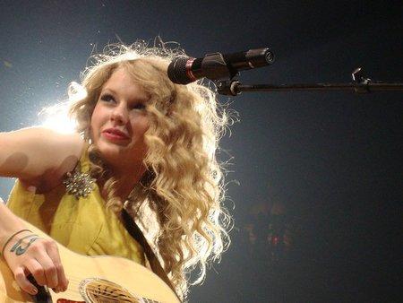 Parece ser que Taylor Swift en España no triunfa tanto como 'Los Chichos', que se le va a hacer