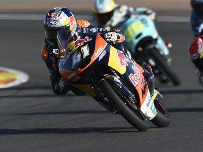 Brad Binder se despide de Moto3 con otra épica victoria